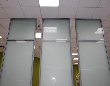 Перегородки из закаленного стекла