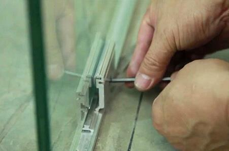 Стоимость монтажа стеклянных перегородок за 1 м2