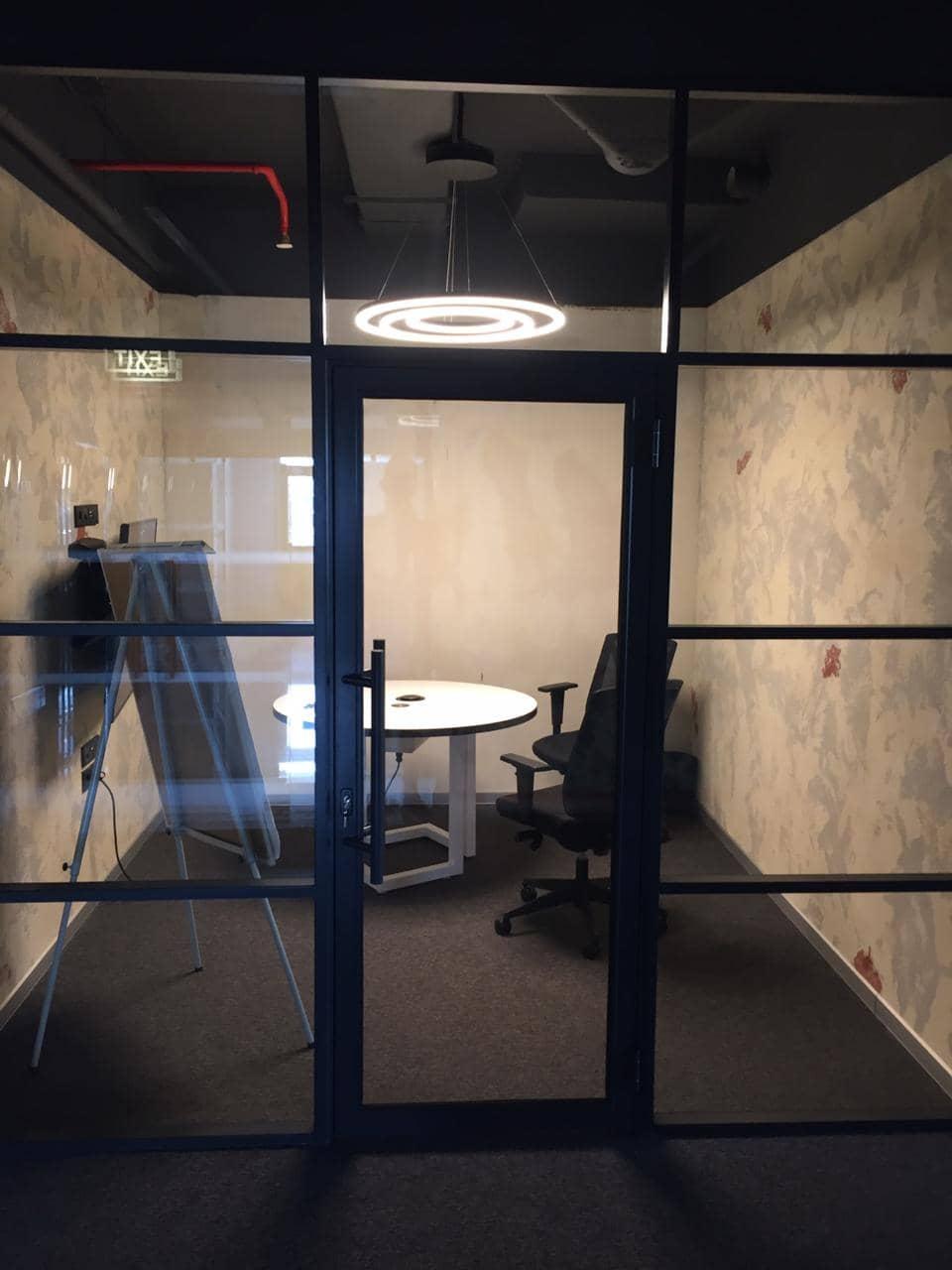 Click to enlarge image alyuminievye-chernye-dveri-so-steklom-v-stile-loft-2.jpeg