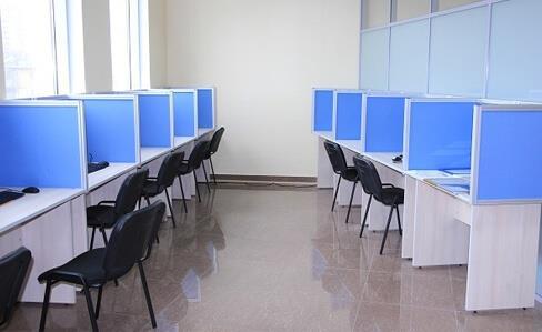 Офисные экраны в алюминиевом каркасе