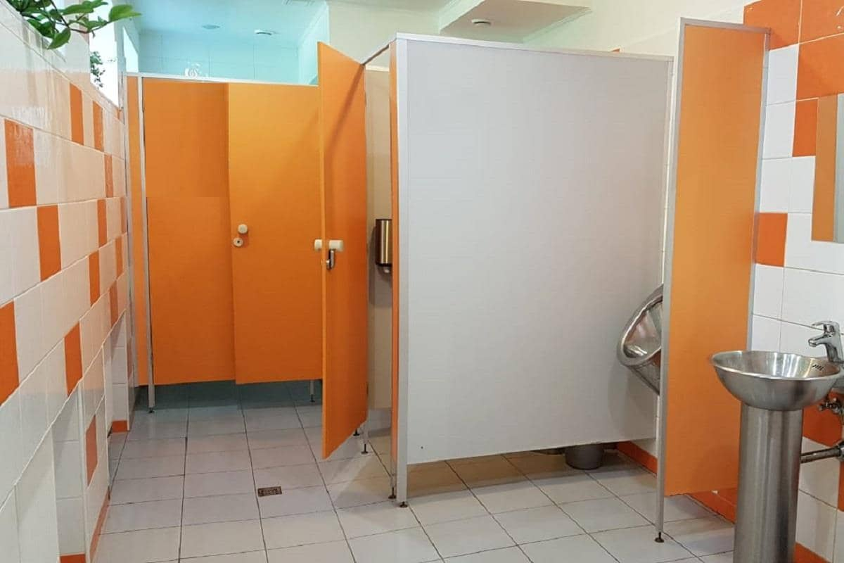Установка сантехнических перегородок