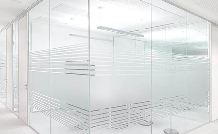 Прозрачные стеклянные перегородки