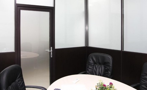 стационарные перегородки стекла